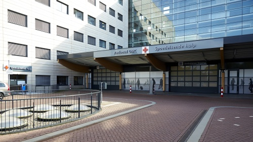 2014-09-22 15:29:51 NIJMEGEN - Exterieur van het Radboudumc. In het ziekenhuis is een patient met een mogelijke verdenking van ebola opgenomen. De man was recent in ebolagebied geweest en wordt in een speciaal daarvoor ingerichte isolatiekamer onderzocht. ANP WIM HOLLEMANS