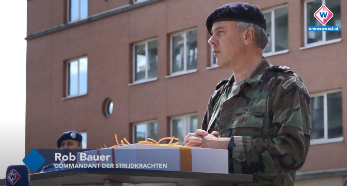 Hoogste militair bedankt ziekenhuispersoneel persoonlijk: 'Een eer om hier te zijn'